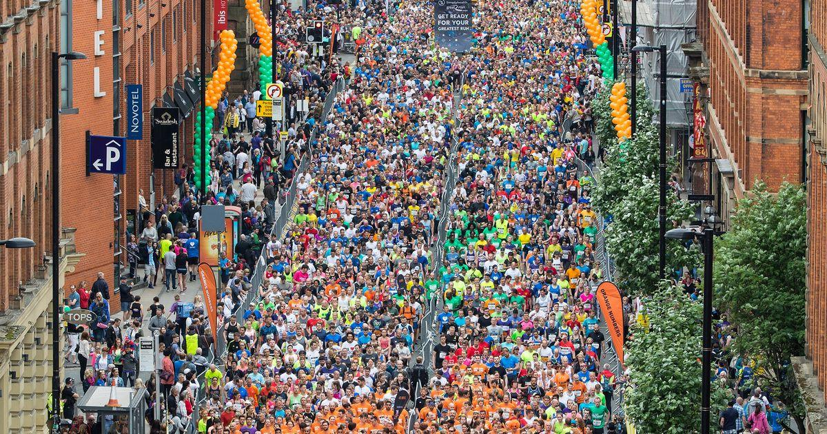 Hundreds of people at the start line of the great manchester run