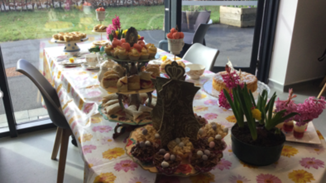 A dressed table with easter decorations and cakes